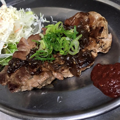 200gのガッツりたっぷり肉汁ステーキ(豚肉の肩ロース)