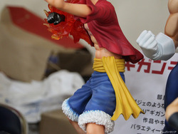 Gigantic-Series_ONE-PIECE_Monkey-D-Luffy_New-World-Ver-10