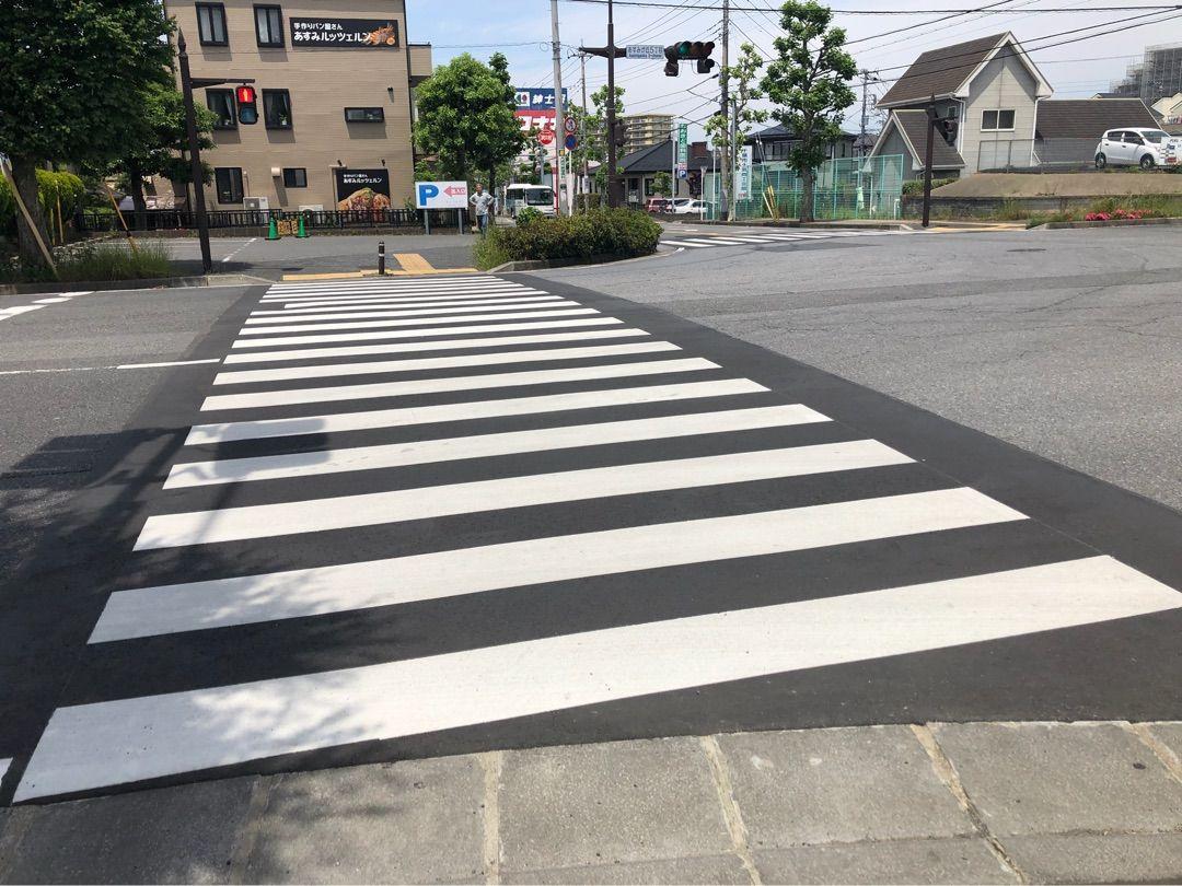 あすみが丘5丁目交差点の横断歩道修繕と誉田東小学校通学路カラー化工事完了しました!