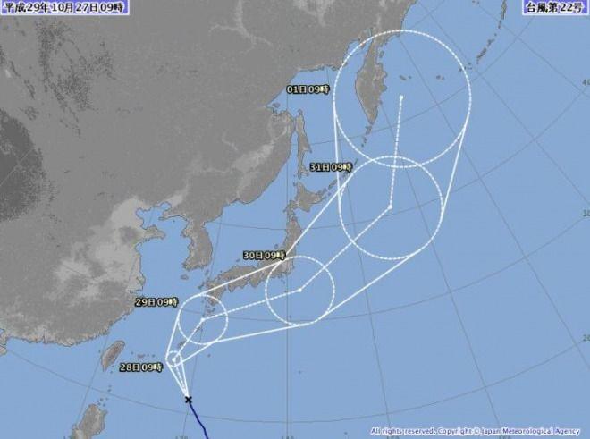 台風22号が九州南部を通過!夕方には東海地方や関東地方と接触へ!奄美地方で2万戸が停電も