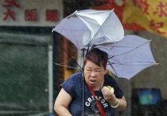 暴風雨の中で肉まんをむさぼる女性が発見される