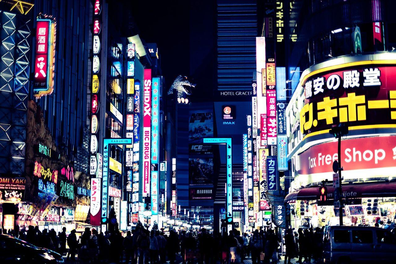 【悲報】歌舞伎町のビル8階から、20代の女性が飛び降り死亡…巻き込まれた通行人も・・・・