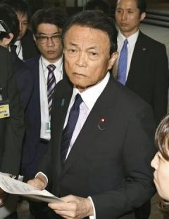 麻生氏「セクハラ罪ない」譲らず 持論を重ねて主張、反発必至