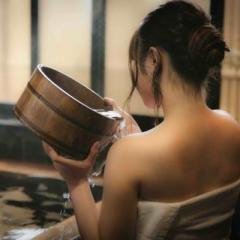 ホテルの大浴場でシャンプー中の女性にわいせつ行為wwwww