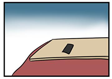 机に置いたスマホ
