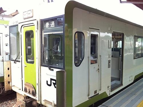山田線で宮古から盛岡へ。窓、ハメ込みだからあけれないなあ。二時間ほどかかるね、盛岡まで。