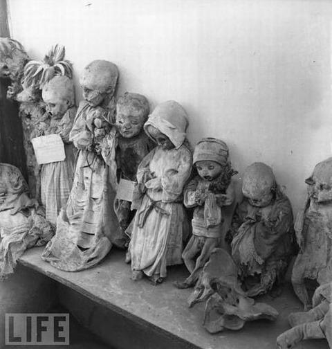 1900年代のメキシコの子供のミイラ : [画像で明確]佐渡漂流船でも尼崎 ...