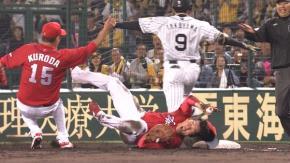 広島新井←打球直撃も骨に異常無し  ヤクルト雄平←ファウルを打って右手首負傷