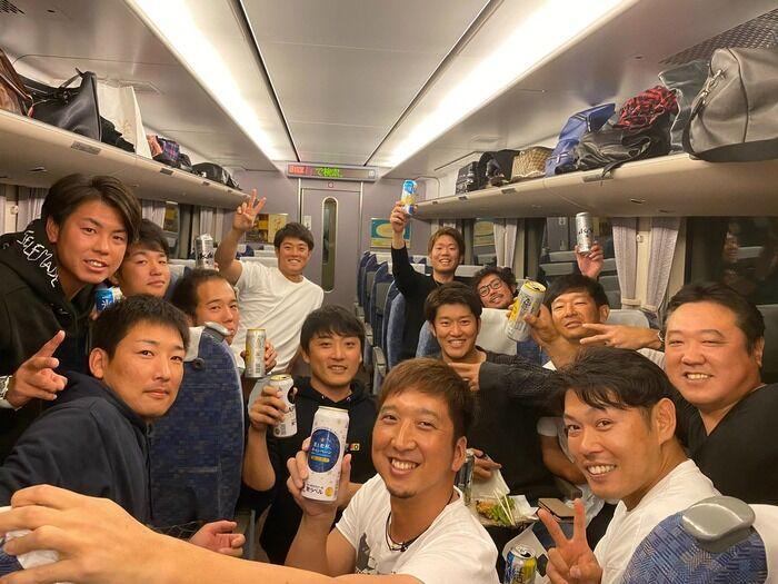 阪神原口文仁選手、投手会に招待される
