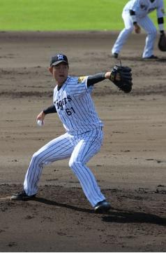 阪神望月惇志投手、腰の張りを訴え帰阪