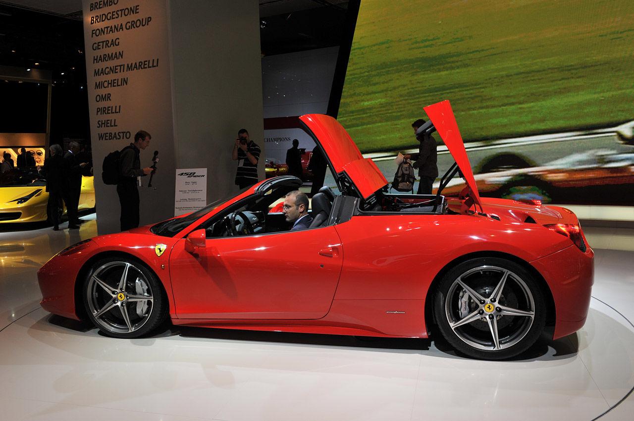 Ferrari-458-Italia-Spide... フェラーリで走行中セックスして事故死 :