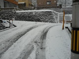 家の前の雪2