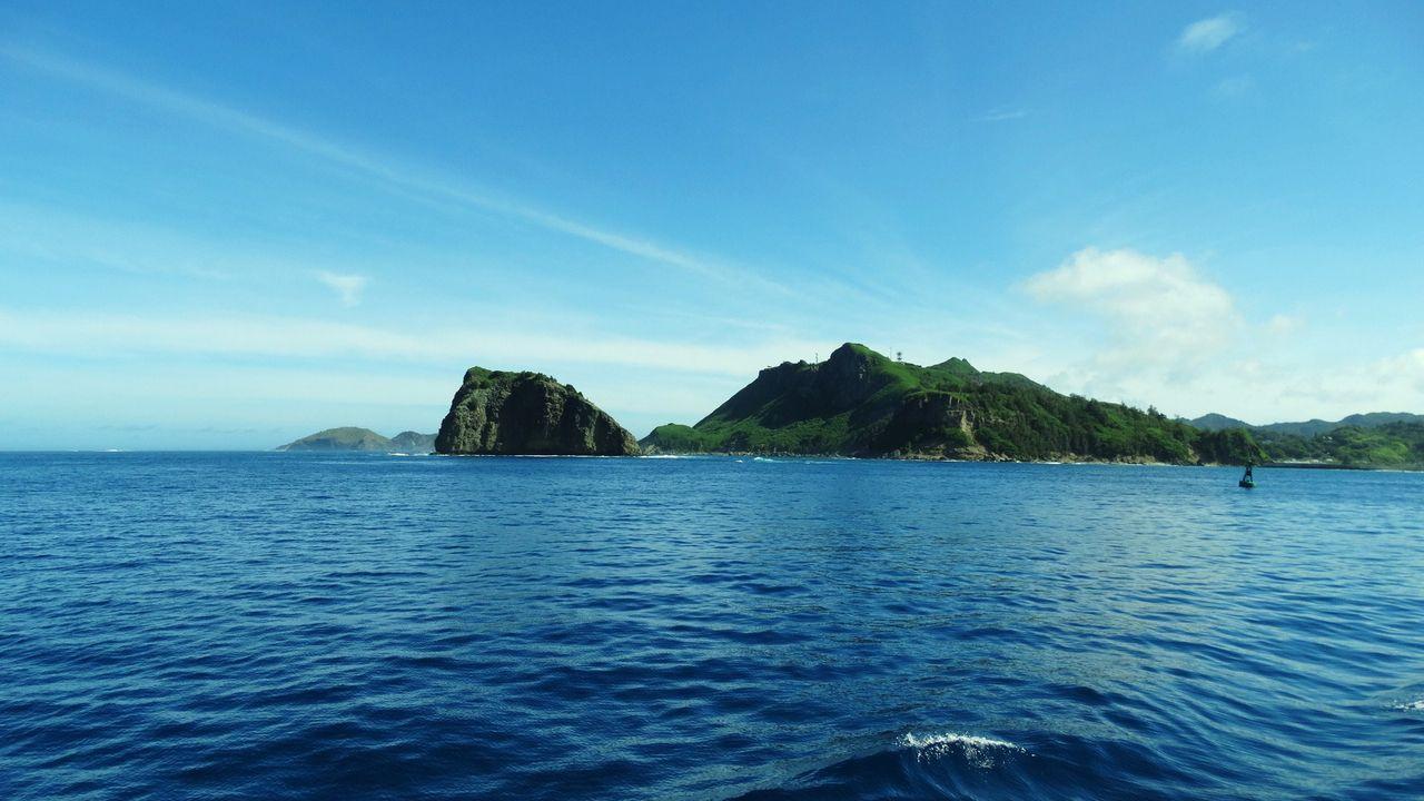 父島 (2) 島の北西部に人の生活圏が集中。二見湾にある二見港が島の玄関口、開けた環境... 土