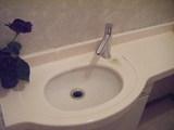 トイレ手洗いカウンターの水栓金具も交換しました。