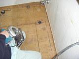 新規洗面台に合わせて排水間の切り回しを行います。
