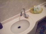 トイレ手洗い器の水栓金具です。
