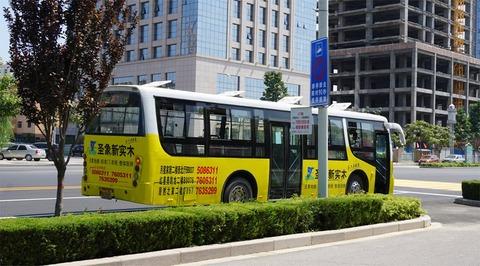 乗客なしで走るバス