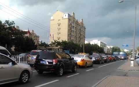 自動車で溢れる道路