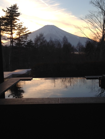 山中湖サンクチュアリの部屋温泉から見た富士山