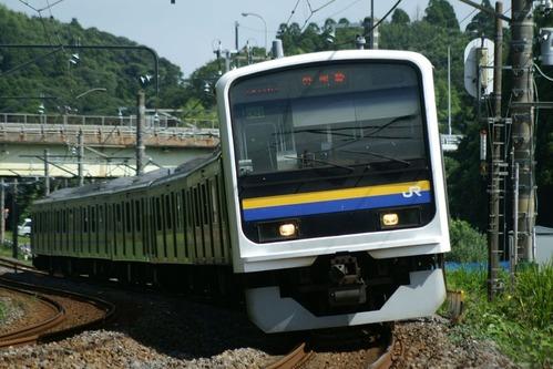 この237M列車が通過して暫くすると、ニューなのはながやって来るはず。外房線を下る臨時列車は、大体この時刻に設定されている様で、余り早い時間でも無く撮る側には楽  ...