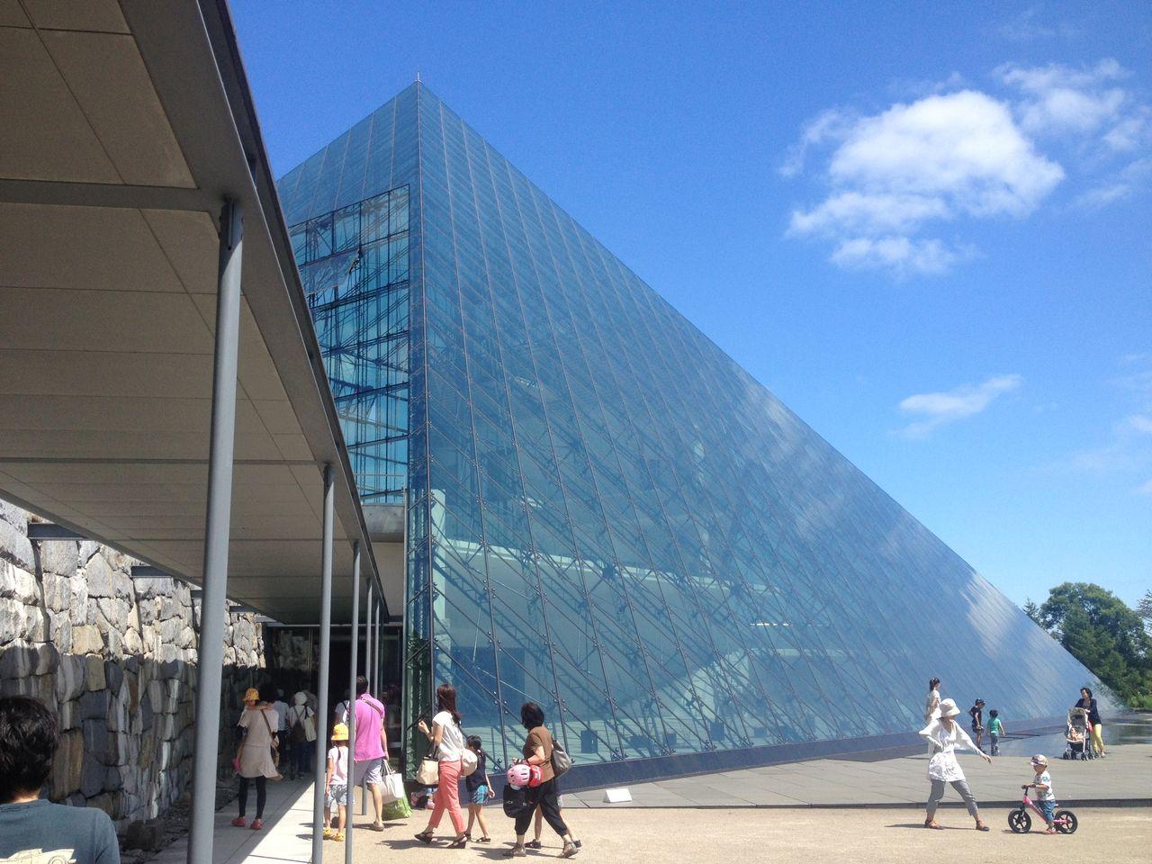 モエレ沼公園のガラスのピラミッドスペース1