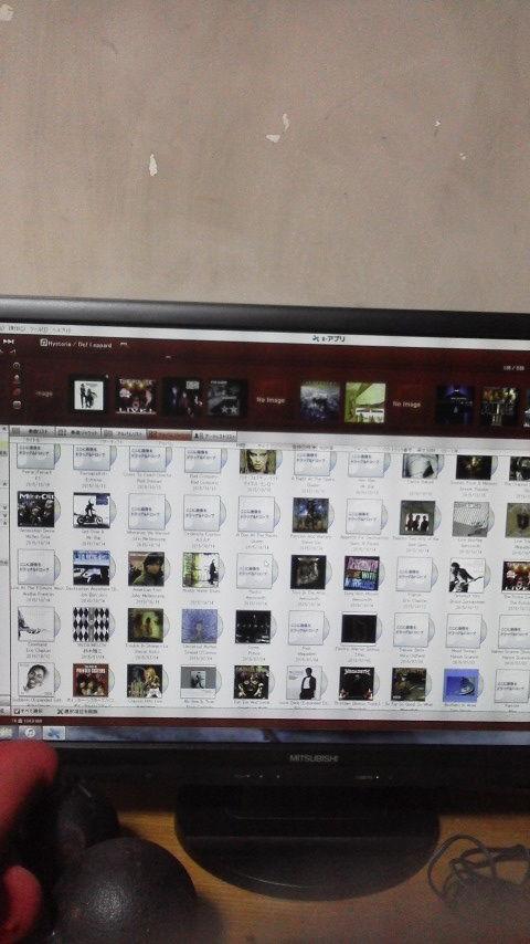 SONYのXアプリ使ってCD管理しているんだけどジャケット写真が飛び飛びになってしまうのはなんとかならないのでしょうかヽ(`Д´)ノネットで 取り込めないと手動でやら