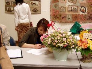 受付に加藤礼子先生が blog:まざーず・どりー夢 キルト展 - liv  加藤礼子