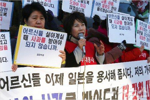 【画像あり】 朴槿恵大統領が挺対協潰しを決定!!! 韓国政府、日本で反安保デモを主催していたママ部隊を挺対協にぶつける荒業を披露wwwwww
