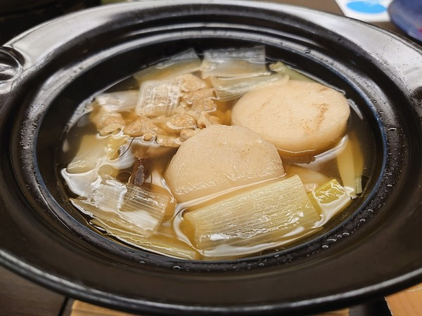 鍋は芋煮。