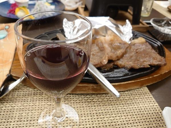 赤ワインとともに。