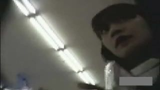【盗撮動画】性格がしっかりしてそうな真面目風キャンギャルお姉さんのパンチラ
