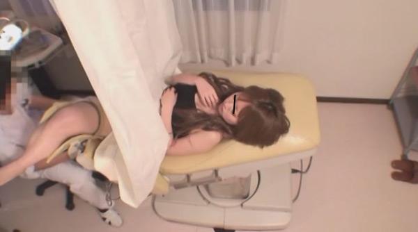 色白な18歳美人キャバ嬢 ドクハラ婦人科医#013 内診台診察