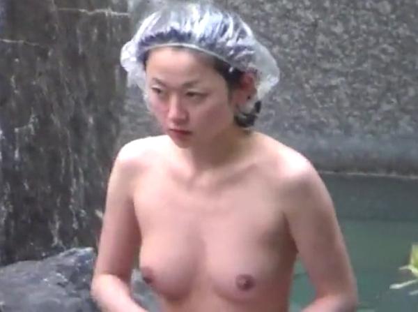 【盗撮動画】美人妻からババアまで選りすぐりの素人熟女の裸体が楽しめる超お宝級女子風呂映像