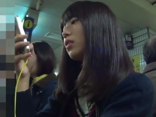 【HD盗撮動画】まだ処女っぽいが確実に清純ピュアな制服美少女のパンチラを隠し撮り無断公開!!