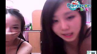 【ライブチャット流出】可愛い美少女2人がカメラのまで可愛くオナニー