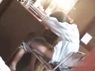 妹を溺愛する兄が勉強の合間にオナってしまう女子校生の妹を隠し撮り♪
