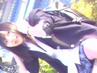 JKパンチラ盗撮!凄く可愛くて元気ある女子校生がベンチに座って熱唱している隙をついて盗撮