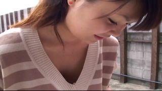 【盗撮動画】メチャカワ若妻の緩いニットの隙間からノーブラ乳首を隠し撮り
