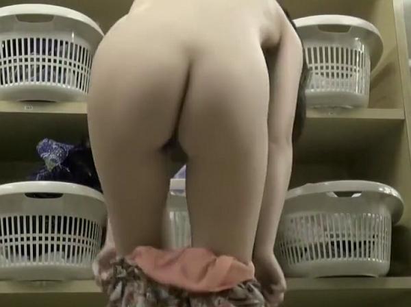 【HD盗撮動画】完全リアル女子風呂脱衣所映像!素人女性の憐れもない全裸で溢れかえる空間!