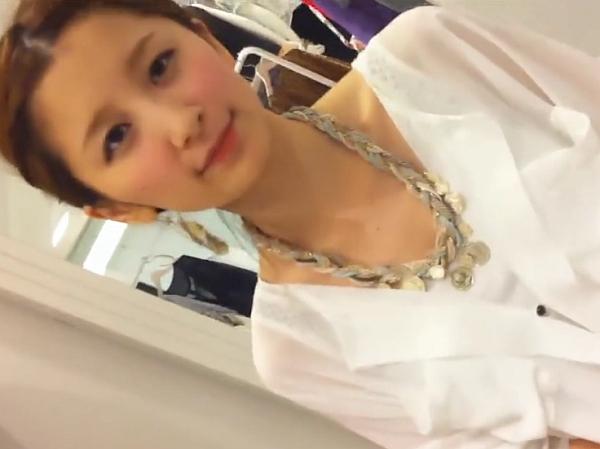 【盗撮動画】可愛いレベル最強の美脚美人ショップ店員さんの胸元を覗き込み!全てが激カワ過ぎるw