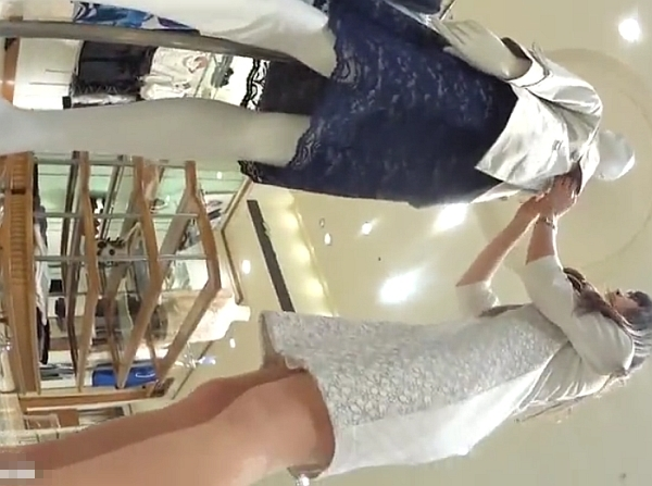 «盗撮»マジ美脚美人なショップ店員のお姉様のお仕事中に粘着してパンチラを無断撮影www