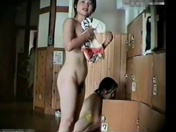【盗撮】観覧注意!人気スパ施設の女脱衣所!全裸丸ハダカのギャルのオッパイ&マ●コが見放題w
