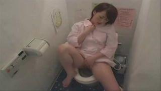 【オナニー盗撮】服を乱れさせて一人エッチしてる美人OLを女子トイレで隠し撮り