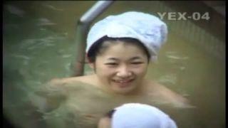 【盗撮動画】露天風呂で可愛い童顔女子大生の湯に透けるエッチな裸体を隠し撮り