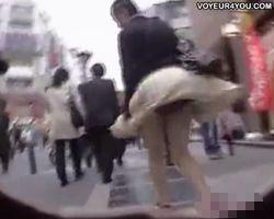 【パンチラ隠撮】通過する女性全員が漏れなくマリリン・モンロー状態になる神風スポットで風パンチラを乱獲wwww
