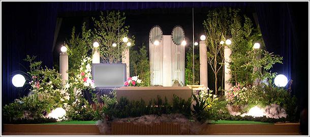 NAVER まとめ故人への愛をたくさんの花で表現したい!もはやアートな生花祭壇まとめ。