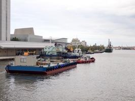 東港にむけて曳航 (2)