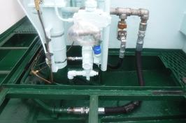 油圧配管作業中 (2)