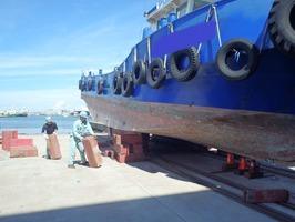 船体ジャッキアップ(台車当たり面塗装の為) (2)