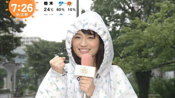 篠原梨菜のレインコート